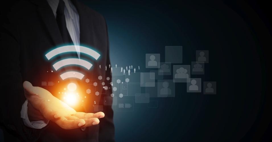 Apesar de o uso do Wi-Fi ter se tornado um dos principais caminhos de acesso dos brasileiros à internet --que ganhou ainda mais força com o corte da conexão adotado pelas operadoras de telefonia móvel ao fim das franquias--, há ainda alguns mitos e dúvidas a cerca da segurança e também do aumento do alcance do sinal dessa rede. Incluir uma senha de acesso é suficiente para se prevenir do ataque de hackers? Será que trocar a antena do roteador aumenta a potência da conexão? E o truque da lata de alumínio: funciona mesmo? Tire suas dúvidas