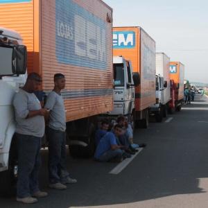 Em novembro de 2015, caminhões parados bloquearam o tráfego em diversas rodovias pelo país