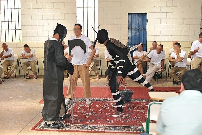 4.fev.2016 - Na penitenciária de Assis, oeste paulista, os detentos montaram e exibiram uma peça teatral para internos e funcionários sobre as formas de combate ao