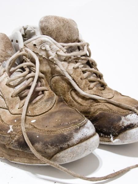tenis velho, produto má qualidade, estragado - Getty Images/iStockphoto