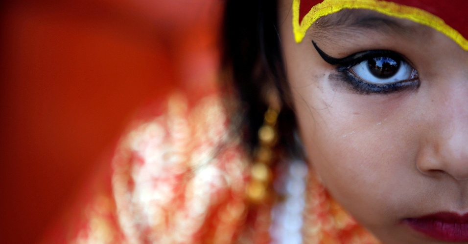 14.set.2016 - Menina vestida como a Deusa Living Kumari participa do festival Kumari Puja em Kathmandu, no Nepal