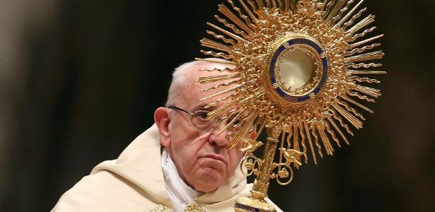 31.dez.2016 - O papa Francisco lidera o Te Deum na Basílica de São Pedro, no Vaticano