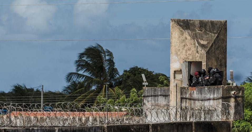 16.jan.2017 - Após rebelião, Polícia Militar do Rio Grande do Norte entra na Penitenciária Estadual de Alcaçuz