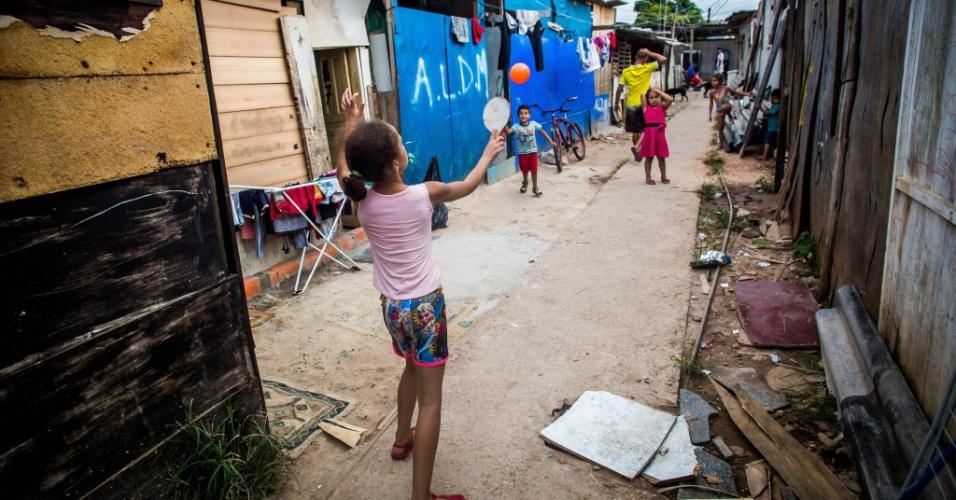 14.abr.2018 - Em um ano e meio, cerca de 300 famílias passaram a viver em pequenas casas na ocupação Terra Prometida, no Jardim Imperador, na zona leste de São Paulo