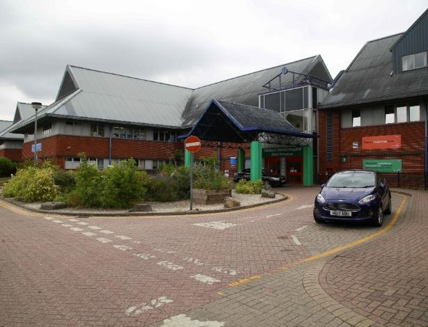 O hospital de Salisbury, onde o casal envenenado está internado em estado crítico - Geoff Caddick/AFP