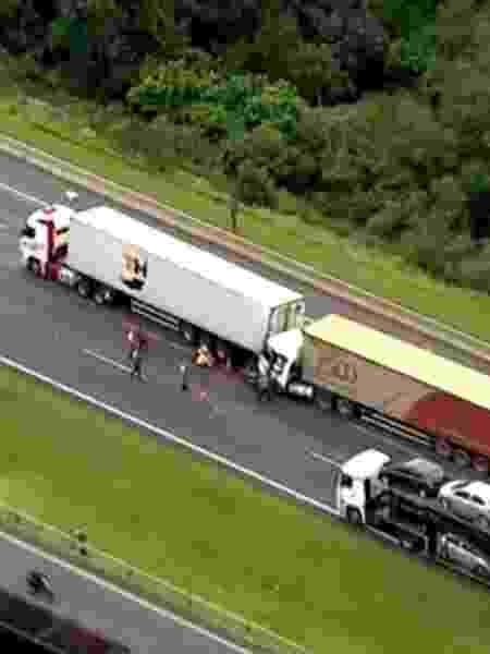 Acidente envolvendo caminhões no Rodoanel - Reprodução/TV Globo