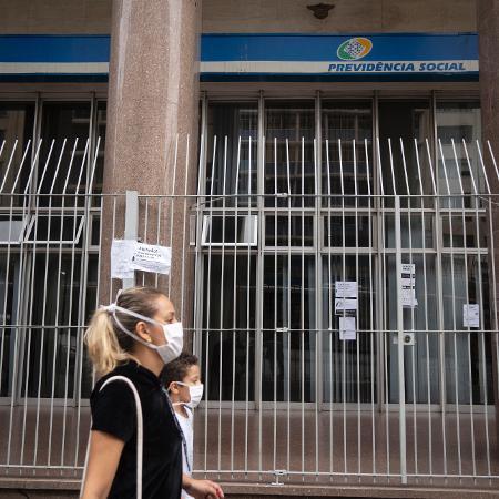 Agência do INSS no centro de São Paulo; o prazo limite para o pagamento das antecipações do auxílio-doença é de 31 de dezembro - Andre Porto/UOL