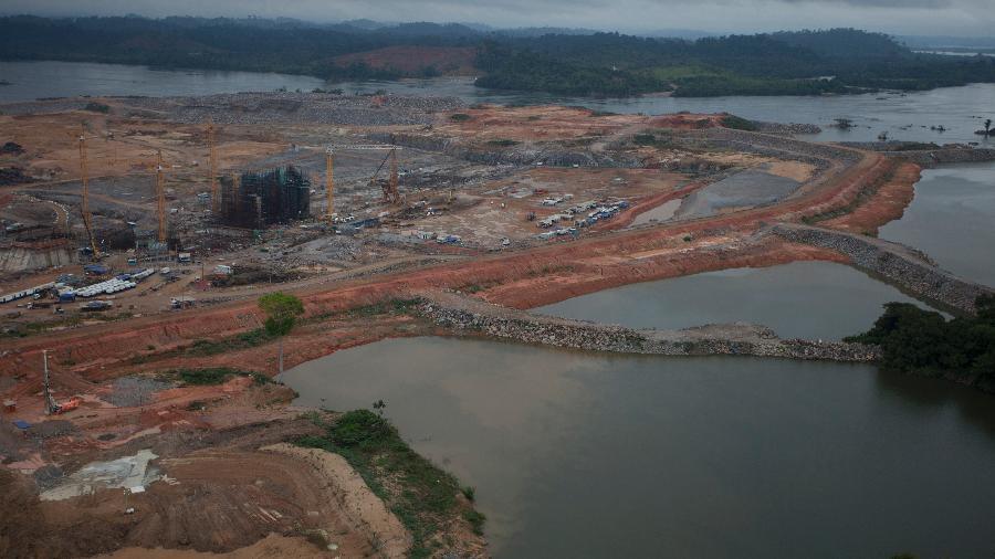 Barragem da hidrelétrica de Belo Monte durante a fase de construção da usina - Por Marta Nogueira