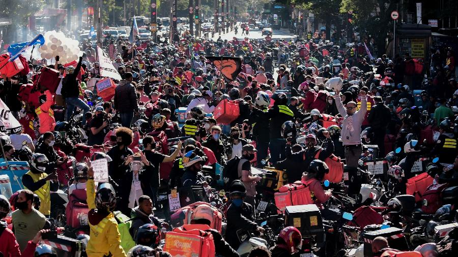 Manifestantes ocupam a avenida Paulista, em São Paulo, durante protesto realizado por entregadores de aplicativos, no dia 01 de julho - Ettore Chiereguini/ Agif - Agência de Fotografia/ Estadão Conteúdo