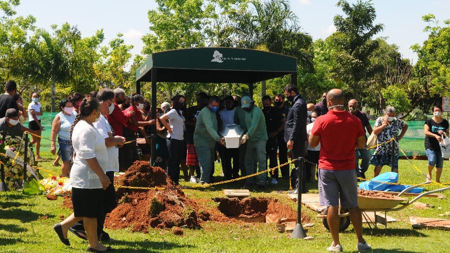Maria Clara Calixto, 5, é sepultada em Hortolândia (SP - Felipe Pereira/UOL