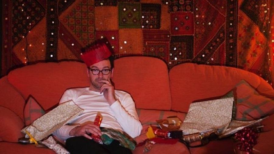 Pessoas sofrem muita pressão para se sentirem felizes e animadas nas festas de fim de ano - Getty Images