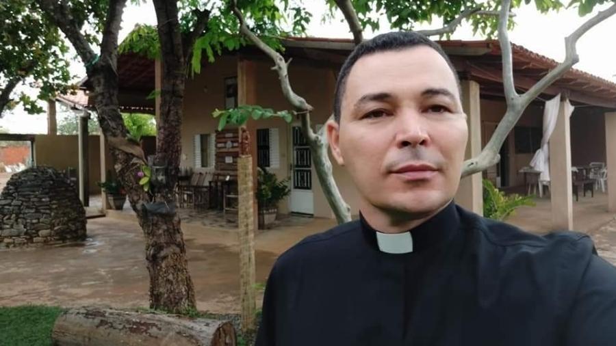 Padre Paulo Roberto Marques era vigário da catedral metropolitana de Montes Claros (MG) - Reprodução/Facebook