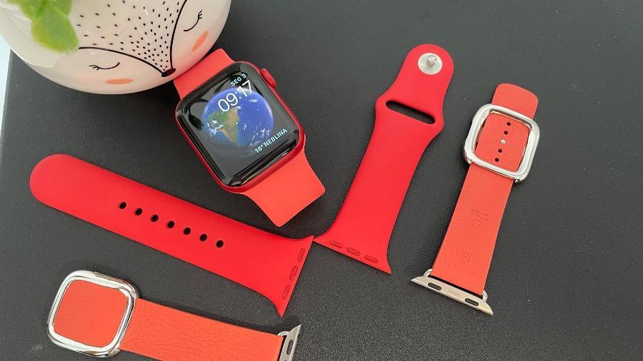 Apple Watch Series 6: relógio e três tipos de pulseiras - Bruna Souza Cruz/Tilt