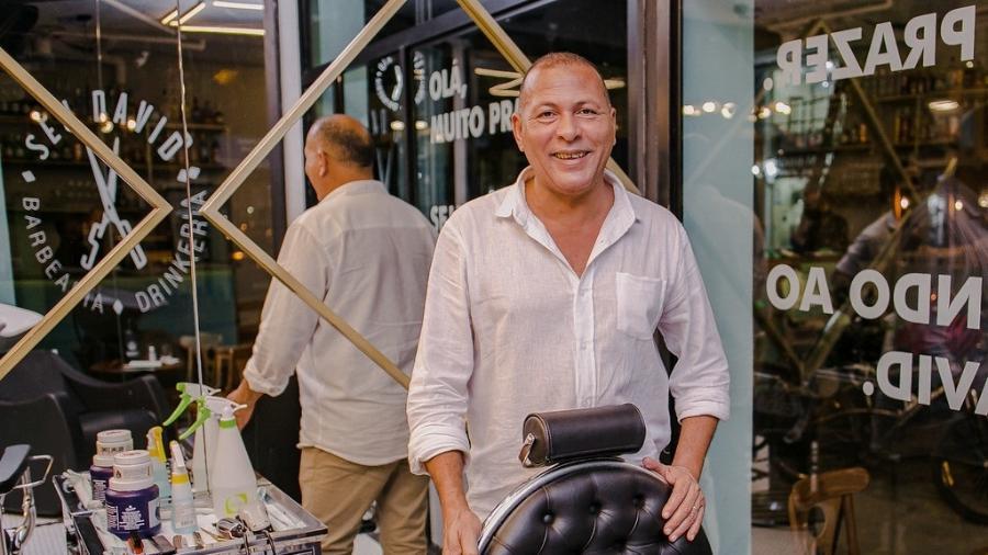 David da Silva Marangá abriu em agosto a Barbearia & Drinkeria Seu David, em Niterói (RJ) - Divulgação/Karina Martini