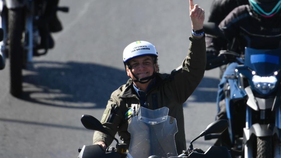 O presidente da república, Jair Bolsonaro, durante motociata com apoiadores - MATEUS BONOMI/AGIF - AGÊNCIA DE FOTOGRAFIA/AGIF - AGÊNCIA DE FOTOGRAFIA/ESTADÃO CONTEÚDO