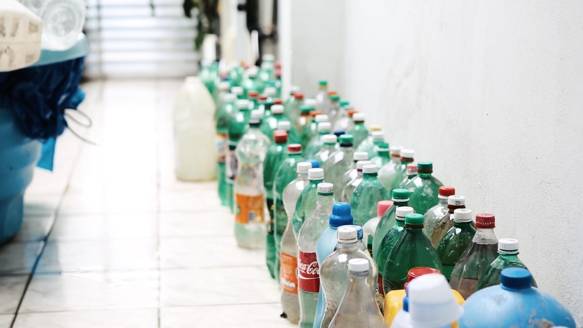 Na zona norte de São Paulo, moradores do Jardim Damasceno recebem água encanada de três a quatro horas por dia