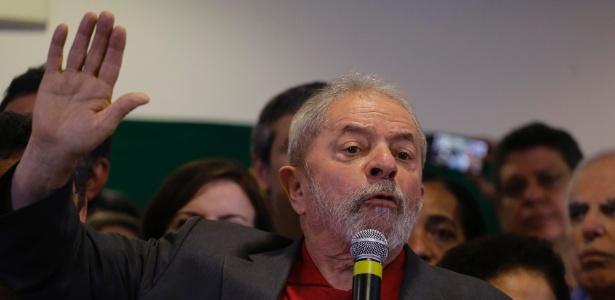 15.set.2016 - O ex-presidente Luiz Inácio Lula da Silva fez um pronunciamento, em um hotel no centro de São Paulo, sobre a denúncia oferecida pelo Ministério Público Federal (MPF) contra ele, sua mulher, Marisa Letícia, e mais seis pessoas na Operação Lava Jato