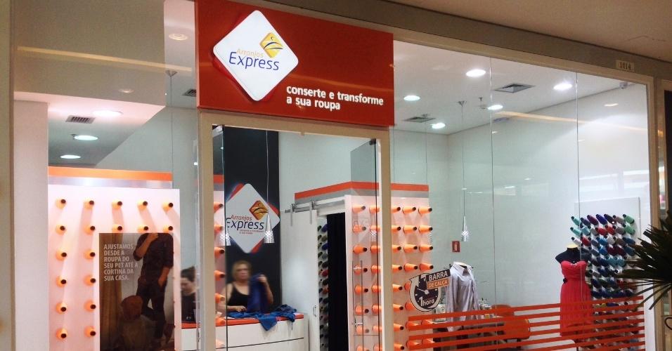 A franquia Arranjos Express, que faz consertos e customiza roupas