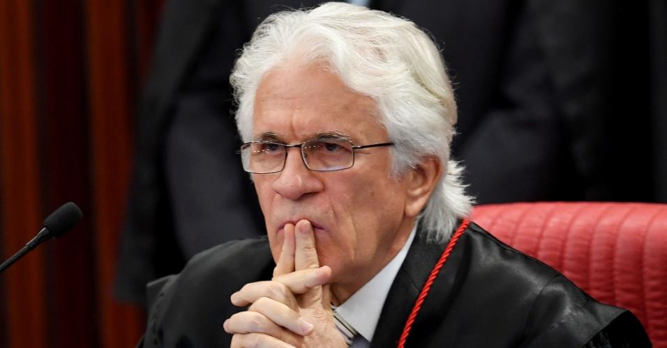 4.abr.2017 - O ministro do TSE Napoleão Nunes Maia Filho, em sessão no plenário