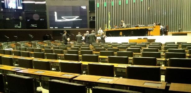 Apesar de atingido o quórum mínimo, o plenário permaneceu vazio na manhã desta sexta