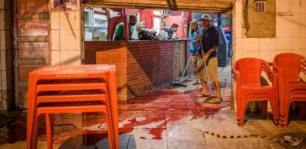 14.ago.2015 - Bar onde oito pessoas foram baleadas na noite de 13 de agosto de 2015