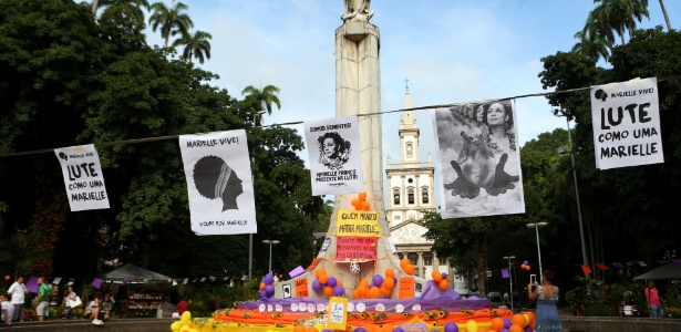 Manifestantes fazem ato no Largo do Machado, zona Sul do Rio, em memória de Marielle