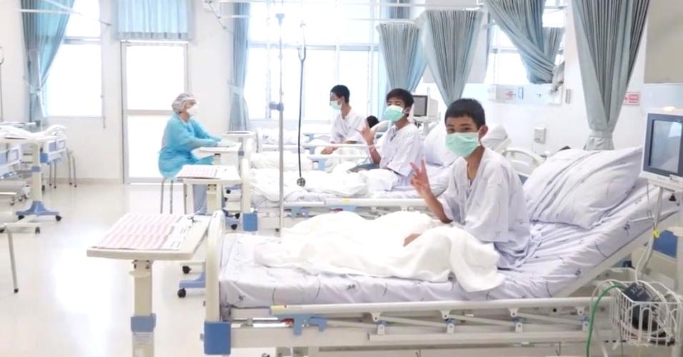 11.jul.2018 - Meninos resgatados em caverna na Tailândia são atendidos em hospital de Chiang Rai