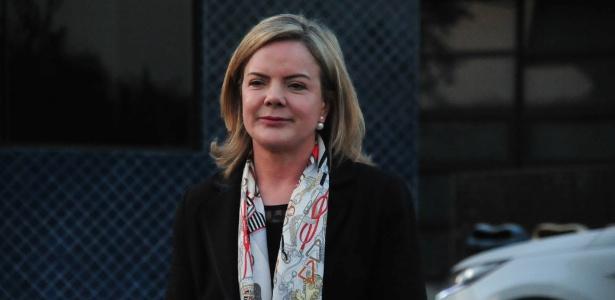 A senadora Gleisi Hoffmann (PT-PR) após visita a Lula em julho