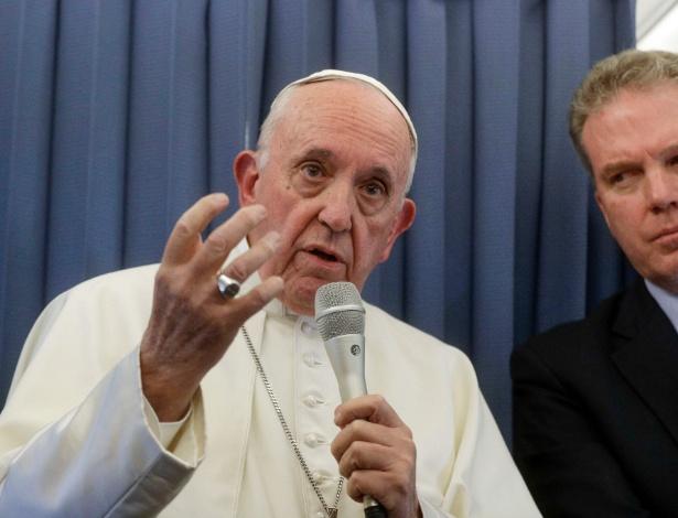 Papa Francisco fala a jornalistas durante viagem de volta da Irlanda - Gregorio Borgia/AFP