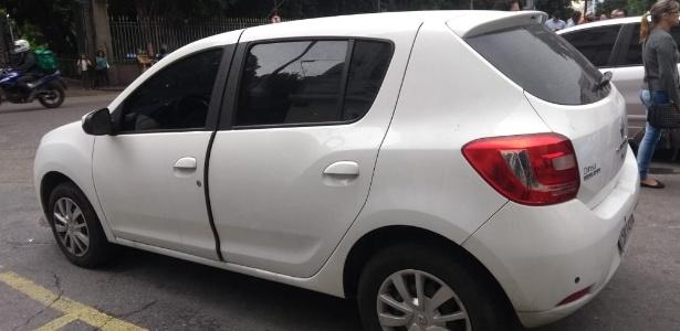 26.out.2018 - Corpo de homem foi abandonado em carro na frente da Faculdade de Direito da UFRJ na região central do Rio - Gabriel Sabóia/UOL