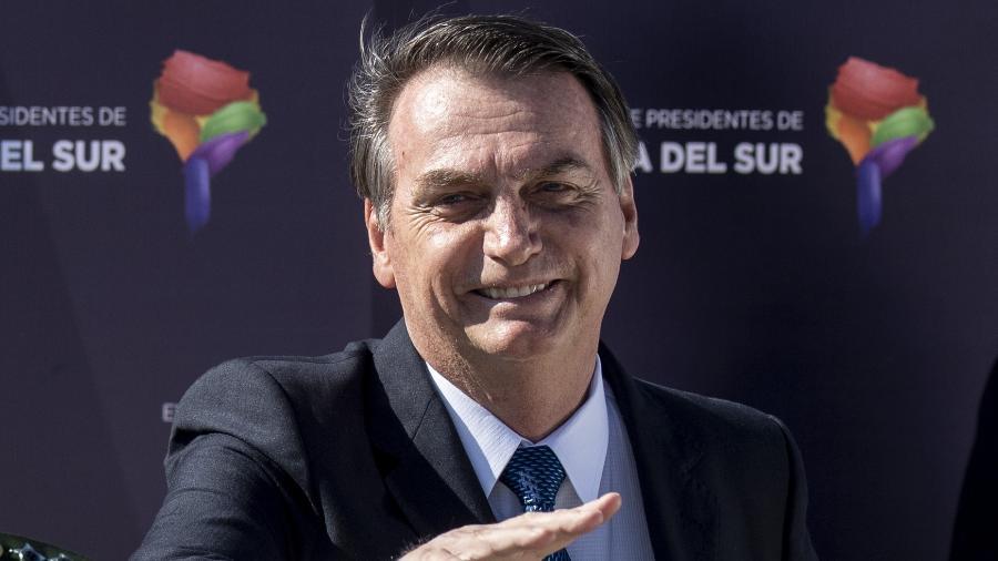 Bolsonaro desembarcou no fim da tarde desta quinta-feira em Santiago - Martin Bernetti/AFP