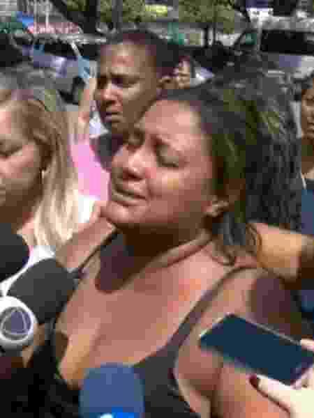 Luciana Nogueira, viúva de Evaldo Rosa, compareceu ao Instituto Médico Legal para reconhecer o copo do marido, atingido por 80 tiros disparados por militares do Exército - Reprodução/TV Globo