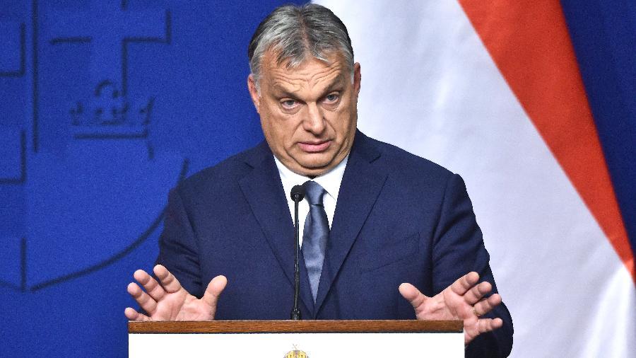 Comissão Europeia se prepara para uma queda de braço com o primeiro-ministro húngaro, Viktor Orbán, líder do partido considerado de extrema direita Fidesz, conservador, nacionalista com traços de xenofobia, e tido como de tendências autoritárias - Attila KISBENEDEK / AFP