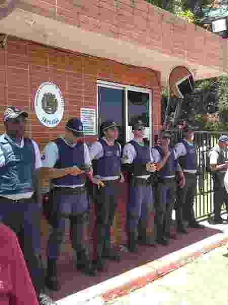 Polícia faz segurança na Embaixada da Venezuela - Eduardo Militão/UOL