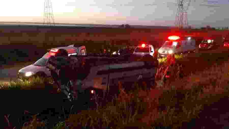 Van capotou e deixou 16 feridos na BR-135/MA na localidade Campo de Peris, município de Bacabeira. - Divulgação/Polícia Rodoviária Federal
