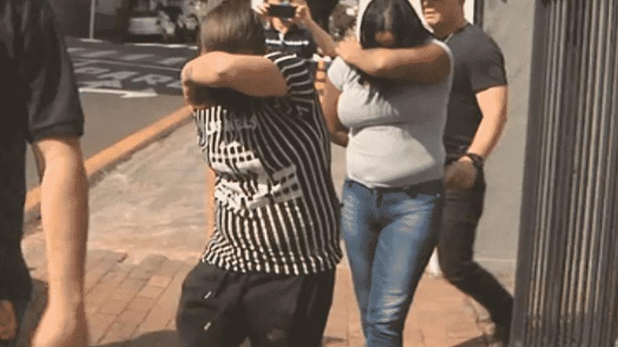 As duas suspeitas de matarem um metalúrgico em 2019 se entregaram ontem em uma delegacia de São Paulo  - Reprodução/ EPTV