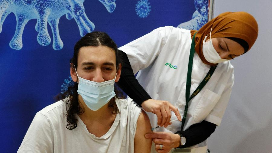 Lei em Israel permite saber identidade de pessoas não vacinadas - Jack Guez/AFP