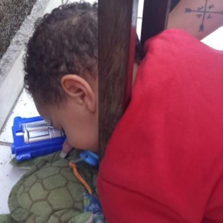Menino ficou com a cabeça presa em grade de portão enquanto brincava - Divulgação/ Corpo de Bombeiros