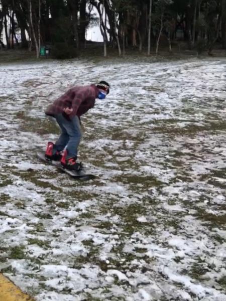 Homem faz snowboard em Caxias do Sul - Reprodução/Instagram
