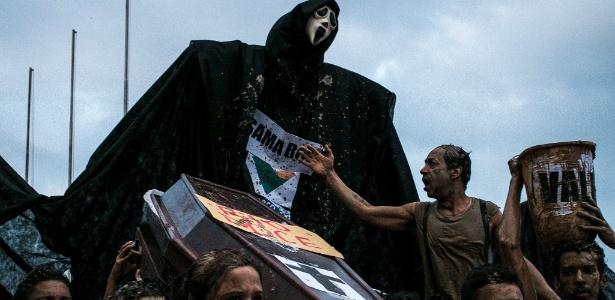 Protesto contra a tragédia de Mariana na sede da vale, em Vitória - Divulgação/Frente Popular Capixabas de Luta