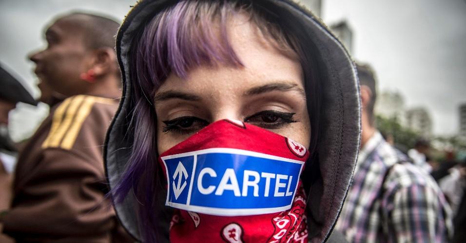 12.jan.2016 - Cartel do metrô de São Paulo é lembrado por manifestantes na avenida Paulista, em São Paulo. Segundo ato contra aumento das tarifas ocorre na capital paulista