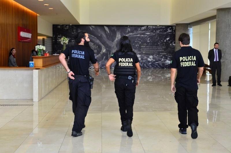 22.fev.2016 - Polícia Federal chega à sede da Construtora Odebrecht em São Paulo na 23ª fase da Operação Lava Jato
