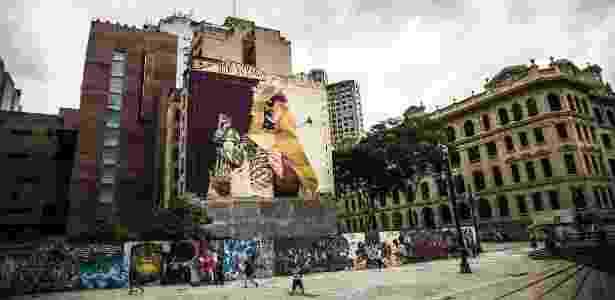 23.fev.2016 - Grafite no Vale do Anhangabau, próximo ao Edifício dos Correios, em São Paulo - Lucas Lima/UOL - Lucas Lima/UOL
