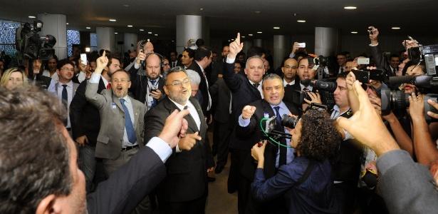 Grupos contra e a favor do afastamento da presidente Dilma protestaram no Salão Verde da Câmara dos Deputados - Luis Macedo/Câmara dos Deputados