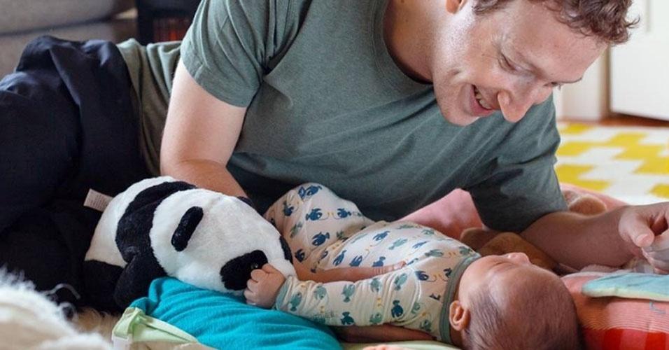 """19.jun.2016 - Mark Zuckerberg, CEO do Facebook, presta uma homenagem em seu primeiro Dia dos Pais. """"O trabalho mais gratificante que já tive"""", escreveu ele na sua rede social"""