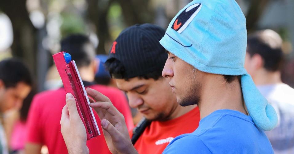 07.ago.2016 - Movimentação durante encontro de jogadores de Pokémon Go, na Praça Carlos Gomes, em Ribeirão Preto (SP), neste domingo