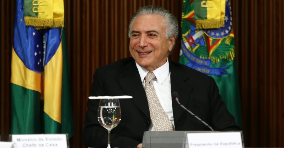 31.ago.2015 - Michel Temer faz primeira reunião ministerial após ser efetivado presidente da República, no Palácio do Planalto, em Brasília