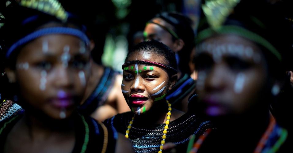 15.out.2016 - Mulheres usando trajes típicos participam do festival cultural Indoni, uma festa de três dias para apresentar tradições das províncias do sul africado em Durban