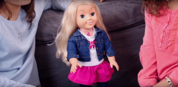 A boneca Cayla em cena da propaganda do brinquedo