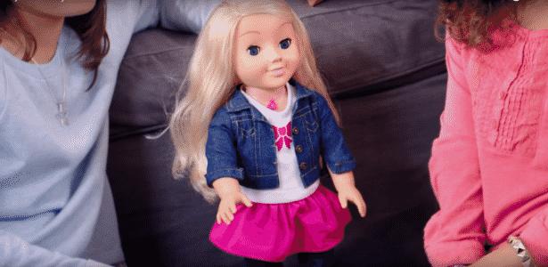 A boneca Cayla em cena da propaganda do brinquedo - Reprodução